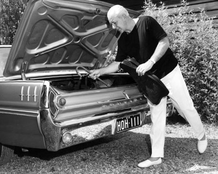 harold-holt-with-car.jpg